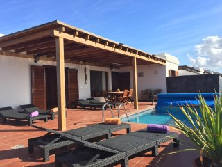 Sun, relax & sea views!! AC, Heated pool, Pool table! BBQ, WIFI