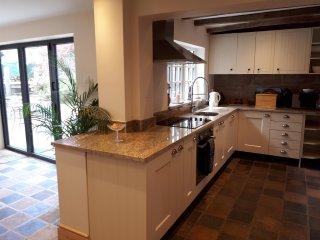Kitchen dining room with granite worktops