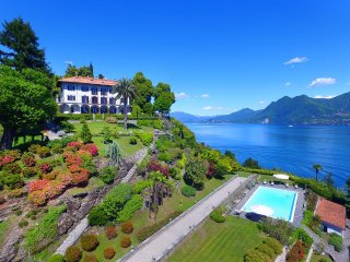 Gracious villa with pool and amazing lake views!