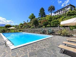 Gracious villa with pool and amazing lake views!