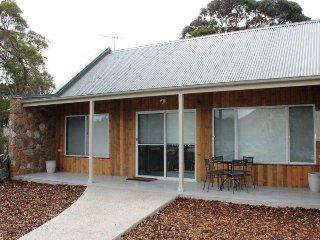 Freycinet Rentals Hazards View Stone Cottage