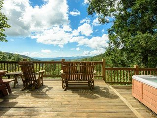 2BR Home, Open Floor Plan, Hot Tub, Long Range, Layered Views, Jacuzzi Tub, Gas