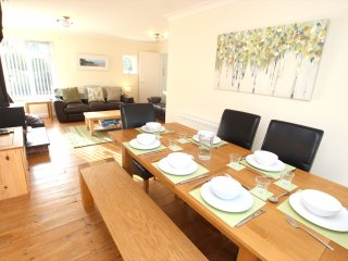 Croyde Holiday Cottages Nuthurst Ding Area To Lounge