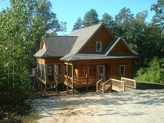 Secluded Cabin Minutes From Lake and Mountain Activities