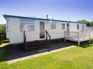 8 berth caravan at Broadland Sands Holiday Park. In Lowesoft, Norfolk. REF 20015