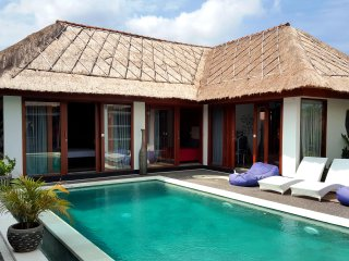 $90 CANGGU Designer 3BR Villa Pool | SMART TV+CONSOLE+STAFF | 10mins BEACH