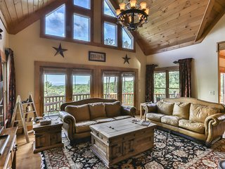 Private Rare 5 BR Luxury Lodge w/StunningViews, HotTub, FirePit