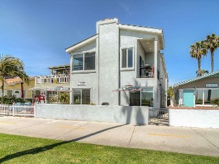 'Summer Breeze' (Lower) Oceanfront, Balboa Park and Boardwalk Condo!
