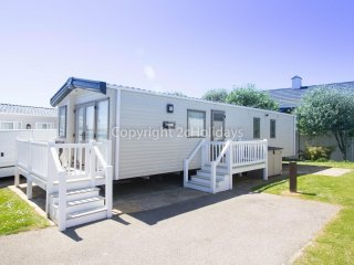 8 berth caravan at Hopton Haven Holiday Park, in Great Yarmouth. REF 80021 OV