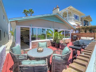 Adorable Vintage 2 Bed / 1 Bath on the Oceanfront / Sleeps 6