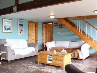Manor Farm Barn, sleeps 12, Great Location (MF)
