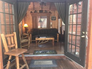 Knotty Bear Cabin South  lake Tahoe pet friendly cabin