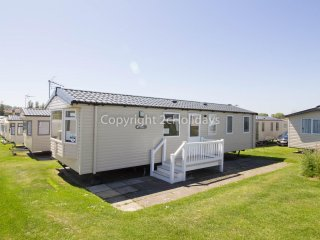 8 Berth Caravan in Hopton Haven Holiday Park, Great Yarmouth Ref: 80016 Fairways