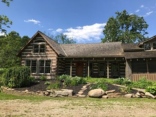 Picturesque 5 Star Cabin- Seclusion, Hiking, Hot Tub, Fishing, Come Unplug!!