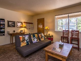 2BR, Steps to Edgewood and Private Beach – Walk to Downtown Dining & Casinos