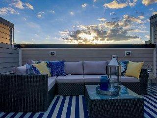 3BR w/ Rooftop Deck and Downtown Views – Brand-New Inside!