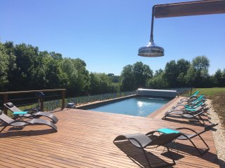 Stone gite: Shared pool & jacuzzi 2-4 people close to Collonges la Rouge 60 m2.