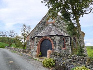 THE OLD CHAPEL, sleeps eight, chapel, king size, en-suite, dog friendly, Spark