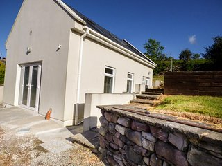 SILVER BIRCH HOUSE, detached, cosy, beautiful views from garden, near Beaufort,
