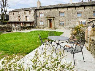 LONGWELL HOUSE, character, fantastic views, woodburning stove, near Selside