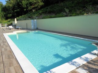 Lake Como, Happy Residence 57  beautiful apartment with private garden and pool