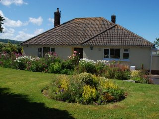 Meadow View, Blue Anchor - Stunning setting near Blue Anchor Bay, Somerset - sle