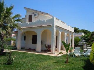Appartamento piano terra  in villa Bordiga a 200 m dal mare