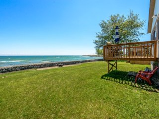 Lake Breeze Retreat on shore of Lake Erie