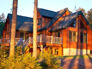 #107 Moosehead Lake lodge in a National Park-like setting