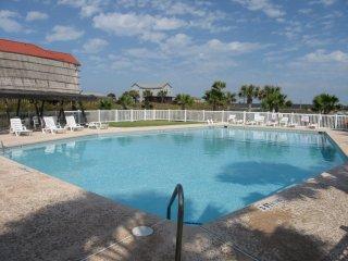 Beachfront, Sweet!! Top Floor, Beachfront, Great Ocean Views, 4 Bedroom / 2 Bath