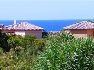 Lovely Sea View Apartment - Just 6 mins Walk To Beach.