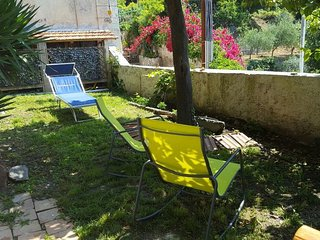 Garden Bijou with sea view (walking distance from beaches)