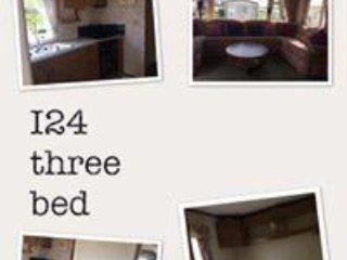 I row 3 bed 8 berth caravan Sand le Mere (2)