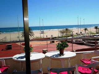 Apartamento 1a Linea Playa. Premium. 4/6 PAX. WIFI Piscina