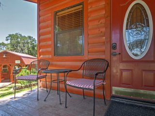 Quaint Waco Studio Cabin 15 Min from Magnolia!