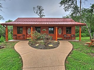 Private Waco Studio Cabin 15 Min from Magnolia!