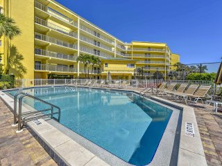 1BR Marco Island Condo w/ Patio - Walk to Beach!