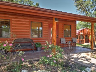 Waco Studio Cabin 15 Min from Magnolia and Baylor!