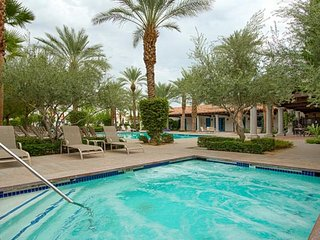 Desert Hot Labor Day Promo! La Quinta-End Unit Villa-Lush Views of
