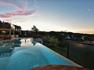 Casa en frente a la playa con piscina climatizada y cine privado