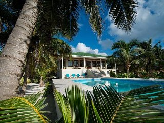 Hi Demand Beachfront Villa, Private Pool, Stunning Location!