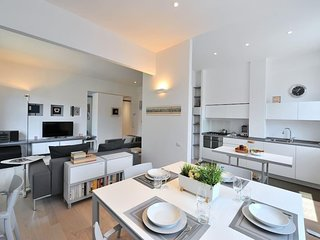 Stunning 1bed modern flat in exclusive location!