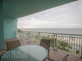 Beach Views Condo w/ Balcony, WiFi, Resort Pool & Gym Access