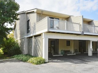 Newly upgraded 2 bedroom townhouse. Only 1 block to the beach!