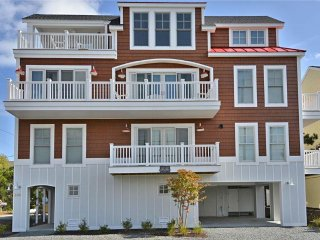 Very nice 6 bedroom, 4 1/2 bath townhome located a block to the private beach in Sussex Shores. Great views!