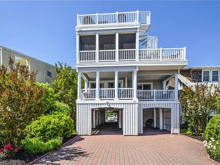 Renovated 6 bedroom home. Less than a 1/2 block to the ocean!