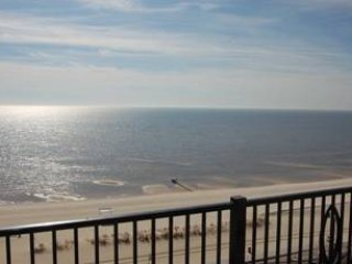 Large Balcony Condo w/ WiFi, Spa Services, Gym, Indoor & Outdoor Pools