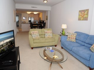 Comfortable Beach Suite w/ WiFi, Balcony, Pool & Fitness Center Access
