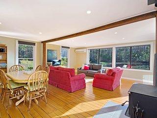 Sunny dining / living room