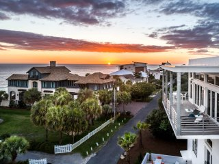 Panoramic Ocean Views! Private Heated Pool & Hot Tub! Top Floor Balcony
